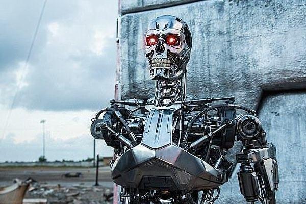 سرمایه گذاری ۹۰۰ میلیون دلار ارتش آمریکا برای تولید ربات های جنگنده